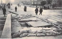 75 - PARIS 7 ° - INONDATIONS De PARIS ( Janvier 1910 ) Au Quai D'Orsay Près Du Pont De Solférino, Chaussée Défoncée CPA - Alluvioni Del 1910