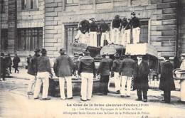 75 - PARIS - INONDATIONS De PARIS (1910) Marins Des Equipages De BREST & Canot à La Préfecture De Police - CPA - Seine - Alluvioni Del 1910