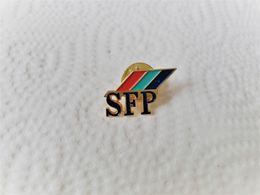 PINS MEDIAS SFP SOCIETE FRANCAISE DE PRODUCTION TELEVISION / LOGO /  33NAT - Médias