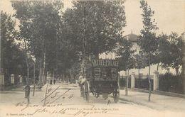 CPA 88 Vosges Vittel Avenue De La Gare Au Parc - Calèche Taxi Vittel Palace - Vittel Contrexeville