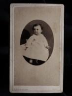 Photo CDV Gabriel Blaise à Tours - Bébé En Médaillon, Sur Les Genoux D'un Adulte, Circa 1875 L498S - Anciennes (Av. 1900)