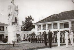 V48Pt  Photo Sao Tome Et Principe Gouverneur Fêtant 503eme Anniversaire De La Découverte Escobar Monument - São Tomé Und Príncipe
