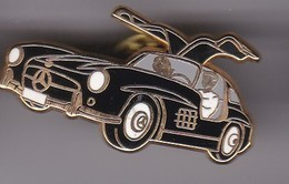 Pin's VOITURE MERCEDES SIGNE ARTHUS BERTRAND - Mercedes