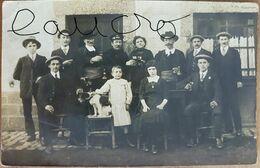 """Pont De Buis.rare Carte Photo Groupe Au Café""""la Bande Des Billeus"""".photo Par Le Bourdonnec - Otros Municipios"""