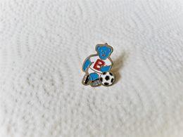 PINS  Butagaz Ourson Footbaleur Football / Base Argentée / 33NAT - Carburanti