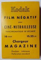 BOÎTE SCELLEE - KODAK FILM NEGATIF POUR CINE MITRAILLEUSE PANCHROMATIQUE DE SECURITE CHARGEUR MAGAZINE - 16mm - Bobines De Films: 35mm - 16mm - 9,5+8+S8mm