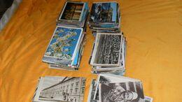 LOT DE 870 CARTES POSTALES MODERNES, QUELQUES UNES SEMI ET ANCIENNES. BEAUCOUP FRANCE ET QUELQUES MONDE.. - 500 CP Min.