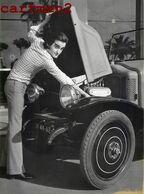 DICK RIVERS ET SON AUTOMOBILE RENAULT CHANTEUR VOITURE CAR ARTISTE PHOTO GAULMIN ROCK LES CHATS SAUVAGES - Automobile