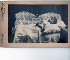 PHOTO CABINET -POST MORTEM -Bébé -Baby -Enfant -Child - Kind -STUDIO NACHTERGAELE -GAND -GENT - Fotos