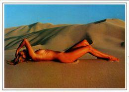 """CPSM - AK - Strandnixe - Foto Tony Stone / Otto Orazem - Nürnberg 30 - """" Laser Color """" Femme Nue Sur Dunes De Sable - Artistic Nudes (1960-…)"""
