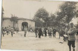 KONIGSBRUCK Camp De Prisonniers - KRIEGSGEFANGENENSENDUNG - Correspondances  - Dans La Cour - Weltkrieg 1914-18