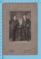Ancienne Photographie CDV - Studio Moisan Manville R.I. USA - 2 Hommes Peignure Et Habit Epoque - Personas Anónimos