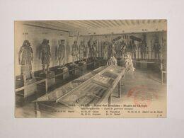Musée De L'armée - Salle Bougainville - Types De Guerriers Exotiques - Uniformen