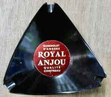 CENDRIER GUIGNOLET D'ANGERS ROYAL ANJOU QUALITE COINTREAU / EDITE PAR MP THIERS FRANCE - Asbakken