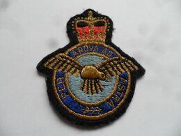 """(Militaria - Grande Bretagne - Commonwealt...) - Ecusson Tissu """" ROYAL AIR FORCE  +++ """" (Per Ardua Ad Astra) - Ecussons Tissu"""