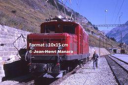 Reproduction D'une Photographie D'une Vue Rapprochée D'une Locomotive BVZ Brig-Visp-Zermatt Bahn à Zermatt Suisse 1971 - Repro's