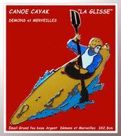 """SUPER PIN'S CANOE CAYAK : Emaillé Grand Feu ARGENT, """"La Glisse"""" Signé DEMONS Et MERVEILLES, Format 3X2,8cm - Canoa"""