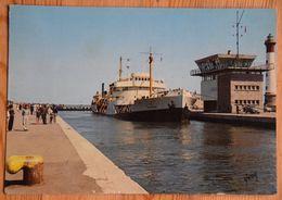 14 : Ouistreham - Entrée D'un Pétrolier Dans Le Port - Animée - (n°18245) - Ouistreham