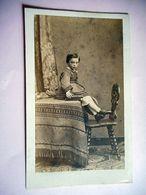 PHOTO CDV 19 EME JEUNE FILLE ELEGANTE ROBE  MODE  Cabinet CAUDRON A ABBEVILLE - Ancianas (antes De 1900)