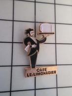 216A Pin's Pins / Beau Et Rare / THEME : BOISSONS / SERVEUR CAFE LE LIMONADIER Par FIA - Bierpins