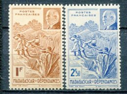 MAD - Yt. N° 229,230    ** MNH  Pétain Cote  2,3  Euro  TBE   2 Scans - Madagascar (1889-1960)
