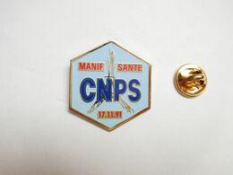 Beau Pin's , Médical , CNPS , Manif Santé , Caisse Nationale De Prévoyance Sociale , Paris Tour Eiffel - Médical