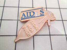 515b Pin's Pins / Beau Et Rare / THEME : AUTRES / SIDA CAPOTE PRESERVATIF CONDOM - Médical