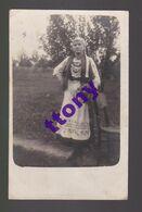 Une Photo Carte  : Une Femme Pose Dans Son Costume Traditionnel  Carte écrite Dans Son état - Scherenschnitt - Silhouette