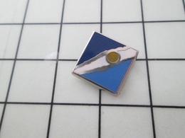 515a Pin's Pins / Beau Et Rare / THEME : AUTRES / Mini Pins FORMES GEOMETRIQUES COLOREES - Médias