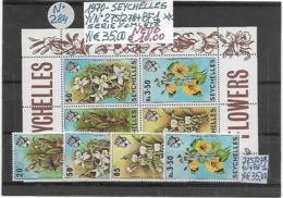 SEYCHELLES **1970 FIORI, 1 SERIE COMPLETA (4 V.c.) + 1 FOGLIETTO - Seychelles (1976-...)