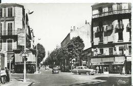 VICHY       (  ALLIER  )          LES QUATRE CHEMINS , LA RUE DE PARIS - Vichy