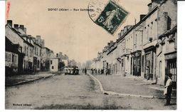 Allier DOYET Rue Gambetta (animation, Défilé Militaire) - Autres Communes