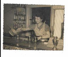 PHOTO  PREPARATION DU  CAFE....BAR...SERVEUSE NOMMEE........9  X 70 - Personnes Identifiées