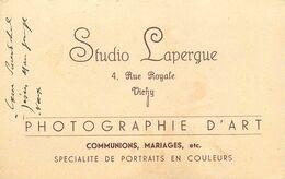 """03 - VICHY - PHOTOGRAPHE D'ART """"STUDIO LAPERGUE"""" - CARTE COMMERCIALE ANCIENNE (8 X 12 Cm) - Vichy"""