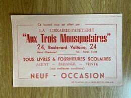 V P : Buvard :  Au Trois  Mousquetaires , Paris  , Librairie - Löschblätter, Heftumschläge