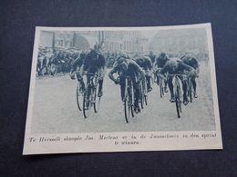 """Origineel Knipsel ( 5371 ) Uit Tijdschrift """" De Stad """"  1937 :  Koers  Wielerkoers  Coureur  Renner - Hersselt  Herselt - Unclassified"""
