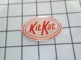 216a Pin's Pins / Beau Et Rare / THEME : ALIMENTATION / CONFISERIE CHOCOLAT KITKAT - Food