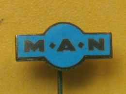 Badge Z-21-3 - TRUCK, CAMION TRANSPORT, MAN - Transport