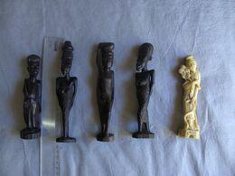 Lot De Statuettes Matiere A Determiner - Art Africain