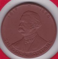 Medaille En Porcelaine. Theodor Fontane. Hugenottenmuseum Berlin - Duitsland