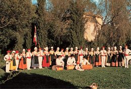 84 Carpentras La Ruche Carpentrassienne Folklore Provençal Et Comtadin Danse Farandole  CPM - Carpentras