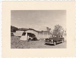 Photos Originales : Automobiles : Belle Automobile à Identifier - Dans Un Camping : ( Format 10,5cm X 8cm ) - Automobiles