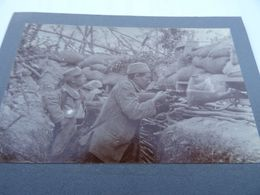 Photo Juillet 1915 BOIS DES CHEVALIERS (VAUX-LES-PALAMEIX) - Tirailleur Au Créneau (A198, Ww1) - War 1914-18
