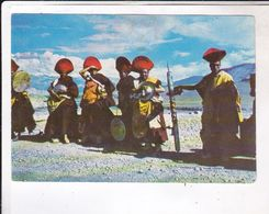CPM LADAKH INDIEN, LAMAS WITH  DEVOTIONAL  MUSICAL INSTRUMENTS - India