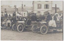 Carte Photo :Cayeux Sur Mer (80)  Très Belle Photo De Groupe Avec Automobiles Anciennes  Place Du Calvaire - Lieux