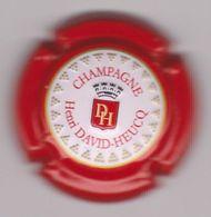 Capsule Champagne DAVID-HEUCQ Henri ( 95b ; Estampée Contour Rouge ) {S31-20} - Non Classés