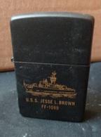 ZIPPO - U.S.S.  Jesse L. Brown   FF-1089 - Noir - RT - 06 ( Neuf, Jamais Servi ) - Zippo