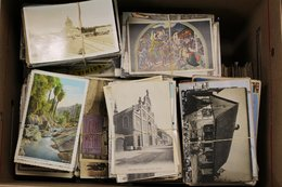 WORLD POSTCARDS Large Accumulation (approx 2500) - Cartes Postales