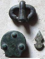 Beau Lot D'objets En Bronze Mérovingiens - Archéologie