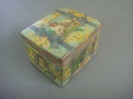 Ancienne Boire En Tole Le Chien  After Sir E Landseer - Boxes